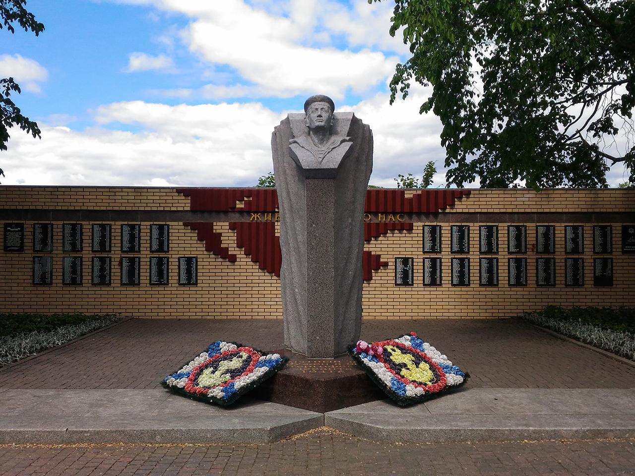Памятник Петергофскому десанту. Ленинградская пристань. Кронштадт.